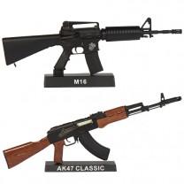 Les deux fusils d'assaut miniatures