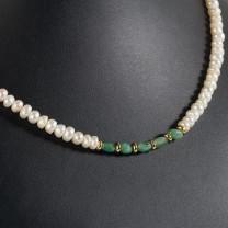 Collier perles & émeraudes